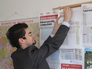 """Tak, to ja - dawno temu, kiedy kierowałem tygodnikiem """"Nasze Miasto"""" w Ciechanowie."""